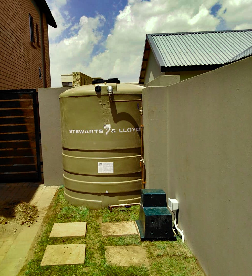 Water Tank with Pressure Pump Front